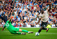 Romelu Lukaku rounds the keeper